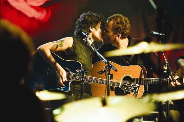 Nando Reis admite sentir falta da antiga parceira musical. Foto: Acústico MTV/Divulgação