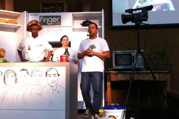 Rivandro França, Sofia Mota e Claudemir: chef destacou qualidades da comida regional contemporânea. Fotos: Vitória Maciel/Esp. DP/D. A Press
