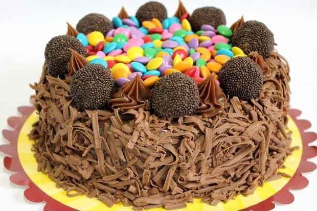 A torta de brigadeiro leva raspas de chocolate na Casa dos Doces. Foto: Catharina Freitas/Divulgação