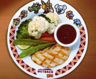 Kids Grilled Chicken do Outback é a novidade do menu infantil. Foto: Outback/Divulgação