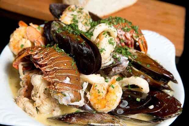 A Frigideira de frutos do mar é uma das pedidas do novo festival do restaurante. Foto: Aderval Mendonça/Divulgação