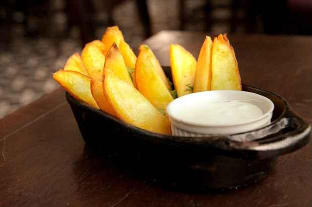 Batatas com molho do Seu Boteco. Foto: Vagalume/Divulgação