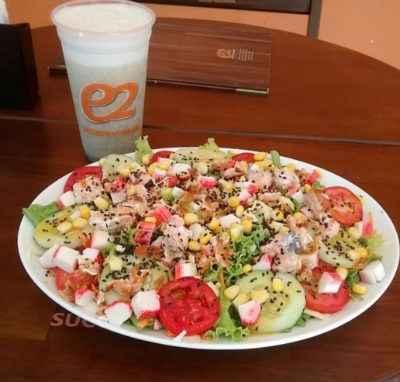No cardápio, saladas e outros alimentos saudáveis. Foto: E2/Divulgação