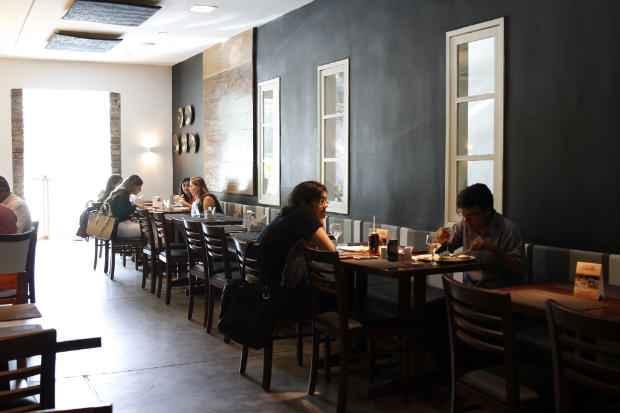 Os ingressos estão à venda no restaurante. Foto: Blenda Souto Maior/DP/D.A Press