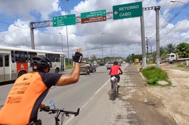 O grupo aproveita para pedalar no começo da manhã, quando o sol é mais fraco (Foto: Roberto Encarnação/Divulgação)