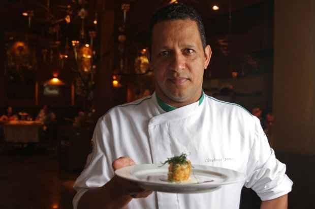 O chef Claudemir Barros preparou menu especial para o almoço do dia 24. Foto: Roberto Ramos/DP/D.A Press