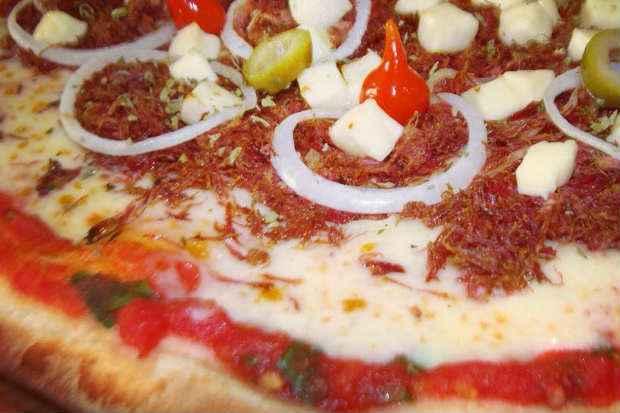 Na D'Gianni, todo dia a pizza da promoção ganha um sabor diferente. Na terça, é a vez da Nordestina. Foto: Facebok/Reprodução