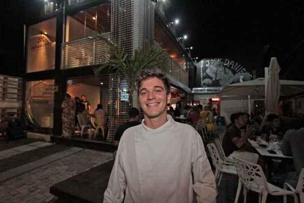 Chef Pedro Godoy comanda a cozinha do descolado Vaporetto Container Bar, em Casa Forte