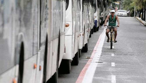 Ciclofaixa da Rua da Aurora, no Recife. Foto: Alcione Ferreira DP/D.A.Press