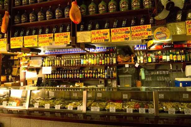 Adega Pérola, em Copacabana, tem mais de 100 tipos de pratos. Somente de frios, são 55. Foto: Adega Pérola/Divulgação