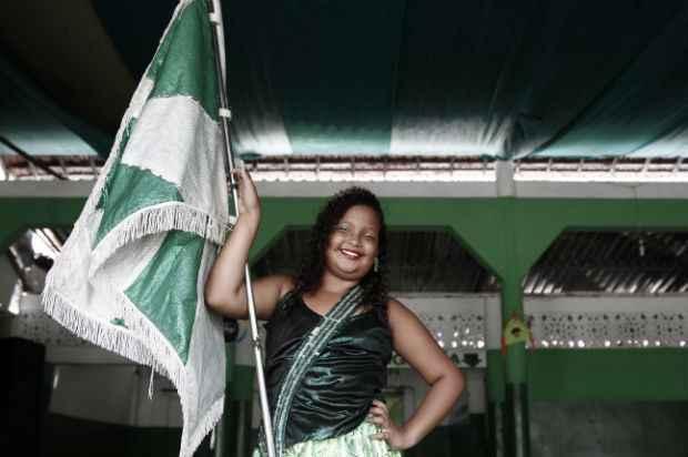 Paloma foi batizada a primeira porta-bandeira mirim da Escola Gigante do Samba (Blenda Souto Maior/DP/D.A Press)