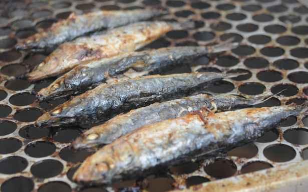 Sardinha assada integra lista dos tipos mais pedidos do pescado. Foto: Gladyston Rodrigues/EM/D.A Press
