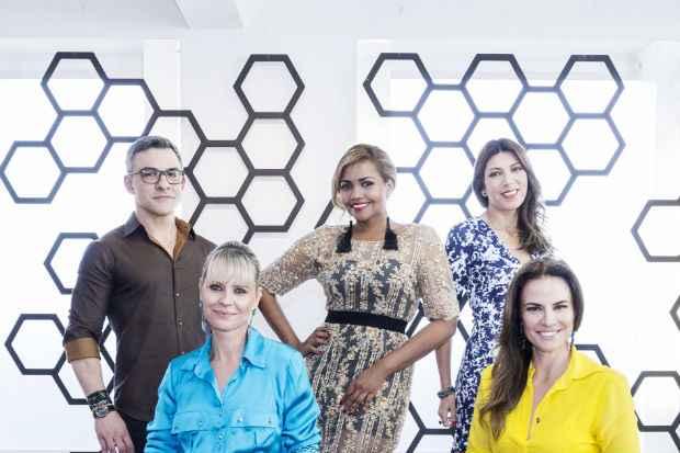 """Gaby Amarantos e equipe do """"Troca de estilos"""". Crédito: Kelly Fuzaro/Divulgação"""