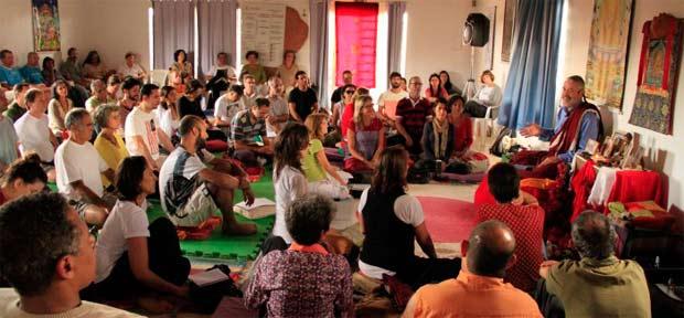 Com palestras cada vez mais concorridas, o Lama Padma Samten ensina: A flutuação da mente altera nossa disposição e nossa energia, que é modificada pelo que está ao nosso redor. Foto: CEBB/Divulgação