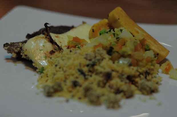 Como prato principal, a sugestão dos chefs da casa é o Churrasco olindense, que acompanha vinagrete feita com molho de maracujá e farofa de feijão verde. Foto: João Velozo/ Esp. DP/ D.A Press