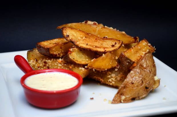 Batatas rústicas com farofa crocante estarão entre os petiscos do cardápio. Foto: Seu Regueira/ Divulgação
