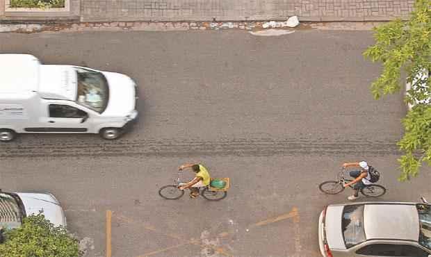 Levantamento alerta para fluxo de ciclistas que trafegam na via pela contramão. Foto:Paulo Paiva/DP/D.A.Press