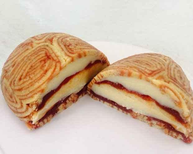 Recheado com brigadeiro de cream cheese e goiabada ao vinho, o Ovo de Páscoa Pernambucano faz o maior sucesso pelo Brasil. Foto: Facebook/ Reprodução