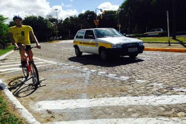 Motoristas precisam ficar a 1,5 metro de distância dos ciclistas. Foto: Paulo Maciel/Detran-PE/Divulgação