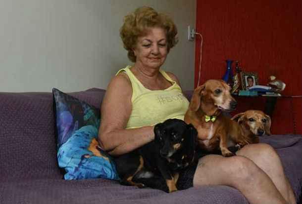 Nicolina adotou Neguinha há dois anos: abandono e surdez. Foto: Zuleika de Souza/ CB/ DA Press