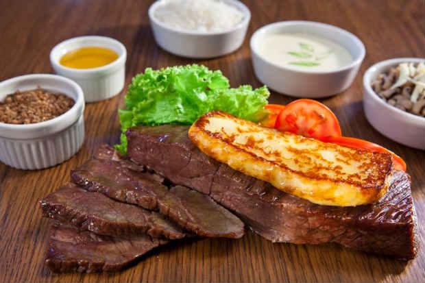 Apesar de contar com opções para diferentes gostos, as carnes são o destaque do Portal da Picanha, no Rosarinho. Foto: Facebook/ Reprodução