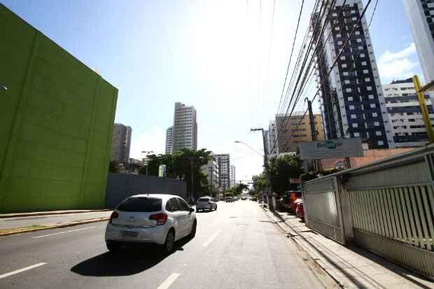 A Avenida Antônio Falcão foi considerada uma das áreas mais quentes da capital.Foto: Paulo Paiva/DP/D.A.Press
