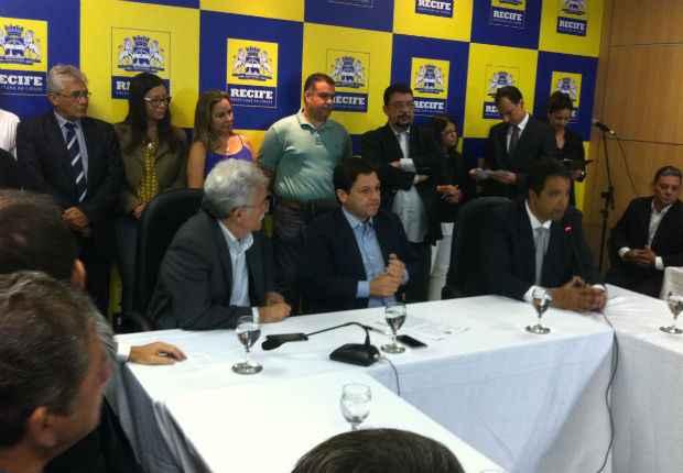 Solenidade aconteceu no gabinete do Prefeito. Foto: Thaís Arruda/ DP/ DA Press