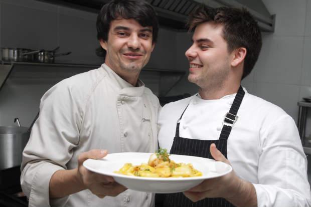 Hugo e Júlio Prouvot estarão à frente da cozinha show, novidade na nova casa Prouvot. Foto: Roberto Ramos/DP/D.A Press