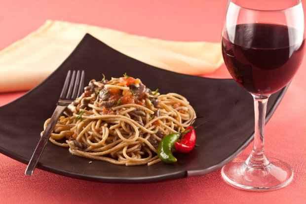 Espaguete Integrale com Ervas e Cogumelos Shimeji. Foto: Divulgação