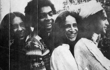 Com o Doce Bárbaros, na década de 1970, Gal Costa, Gilberto Gil, Maria Bethânia e Caetano Veloso comemoraram 10 anos de trajetória. Foto: Arquivo/CB/D.A Press