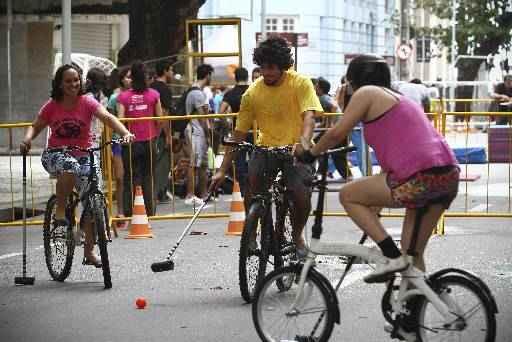 Grupo de amigos topou a iniciativa, mesmo com a falta de estrutura. Fotos: Paulo Paiva/DP