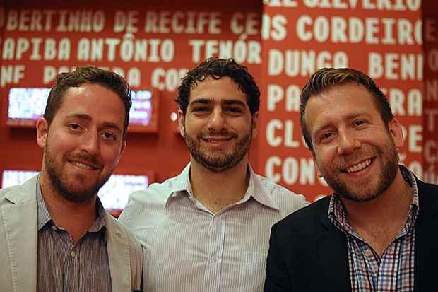 Gerson Ribeiro acompanhado de Greg e Kyle, investidores norte-americanos que visitam o Recife. Foto: João Velozo/ Esp. DP/ D. A Press