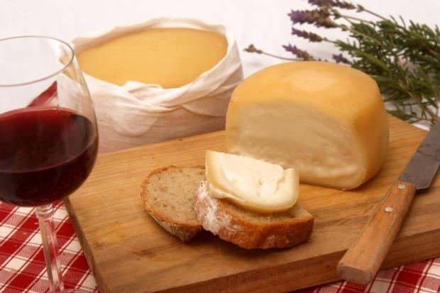 Local foca principalmente na carta de vinhos portugueses e nas comidas típicas da região lusitana. Foto: Confraria Serrada Estrela/Divulgação