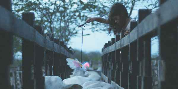 Cena do longa-metragem inédito Boi Neon. Foto: Desvia/ Imovision/ Divulgação