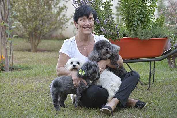 """Márcia sabe que, em breve, terá que se despedir dos seus três cães: """"Não quero descartá-los como se fossem uma embalagem"""". Foto: Marcelo Ferreira/CB/D.A Press"""