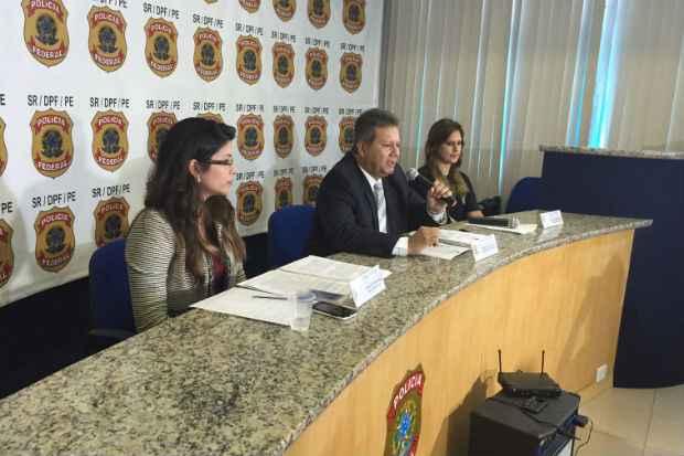 Entrevista coletiva foi concedida pelo Superintendente Regional da PF-PE, delegado Marcello Diniz Cordeiro, e pelas delegadas Andrea Pinho, responsável pela operação e Carla Patrícia. Foto: PF/ Divulgação
