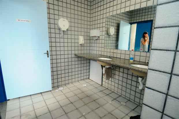 Com o aumento da visibilidade das questões trans, o banheiro público virou uma zona de conflito, com defensores até de um terceiro ambiente, além do binário  masculino X feminino. Foto: Blenda Souto Maior/Arquivo DP/D.A Press