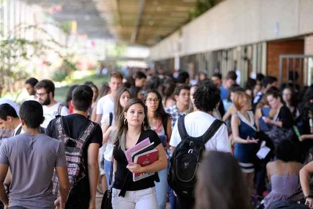 Brasileiras recebam salários em média 30% menores do que os dos homens e correspondem a maior parcela de desempregados do país. Foto: Edilson Rodrigues/Agência Senado