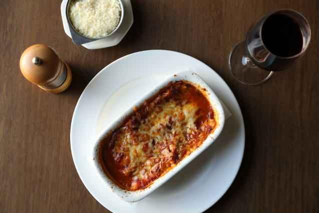 Lasanha de Bolonhesa é um dos carros-chefe do restaurante Cucina De'Carli. Foto: Hesiodo Goes/Esp. DP/D.A. Press