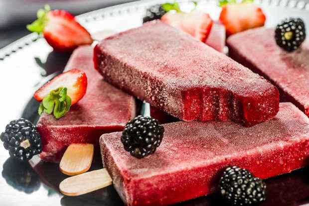 Picolé de frutas vermelhas vem com zero adição de açúcar. Foto: Economidia/Divulgação