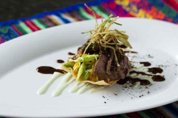 No Chicama o prato principal fica por conta do File de robalo grelhado em salsa cremosa de aji. Foto:Thaís Carvalho/Divulgação