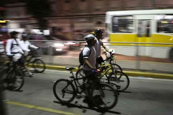 A bicicleta tem presença cada vez mais forte no trânsito do Recife. Foto: Hélder Tavares/DP/D.A Press