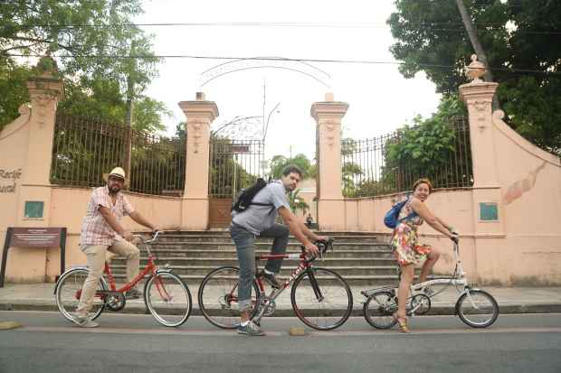Cezar Martins, Tomás Tobias e Erika Pêssoa, ciclistas de todos os dias. Foto: Hesíodo Góes/DP/D.A.Press.
