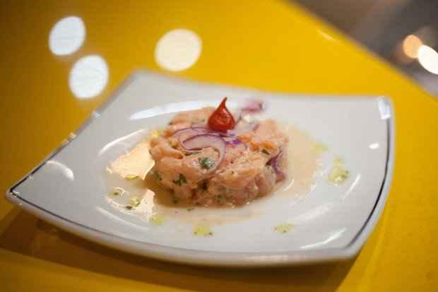 Ceviche de salmão: suculento e refrescante