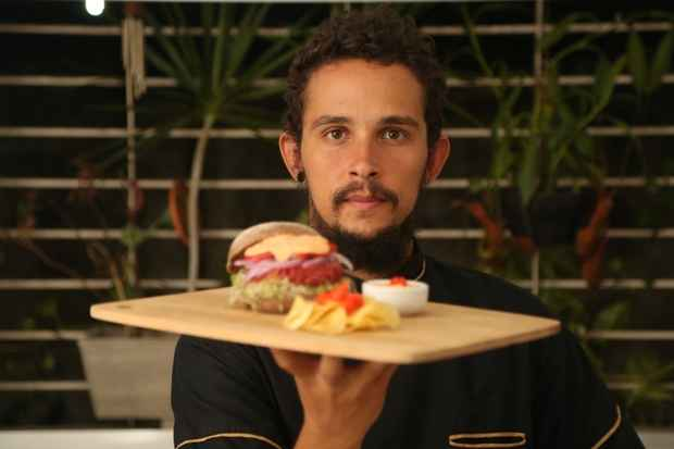 Chef Luiz Figueredo tem um projeto itinerante, inclusive, com menu vegetariano. Foto: Hesíodo Goes/Esp. DP/D.A Press