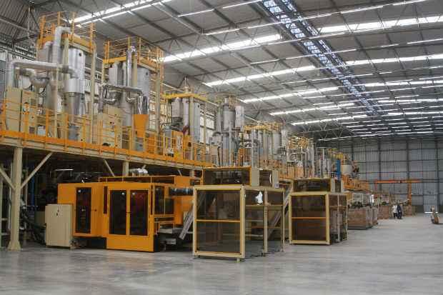 Com investimento de R$ 90 milhões, a Frompet iniciou ontem a operação no Complexo Industrial Portuário de Suape. Foto: Julio Jacobina/DP/D.A Press