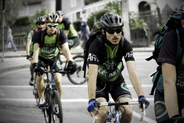 Serviço começará a operação com três ciclistas locais já treinados, mas a meta é chegar a 20 profissionais em dois anos. Foto: Guilherme Zawa