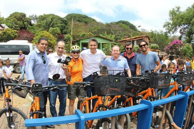 Entrega do primeiro lote de bicicletas em Noronha. (Foto: Divulgação)
