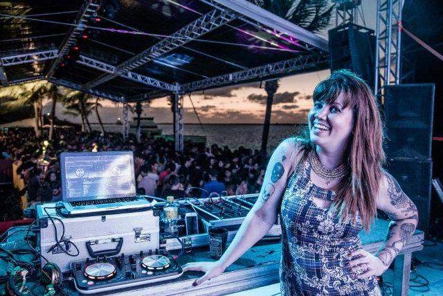 DJ Allana Marques é residente da festa Odara, na segunda-feira, no Catamaran. Foto: Maquina3/Divulgação