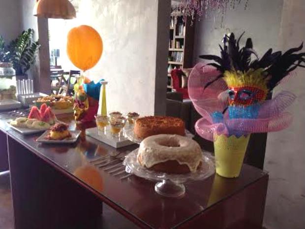Unidades oferecem buffet com saladas de frutas, iogurte, bolos, tapioca, cuscuz, cafés quentes e sucos. Foto: Anne Benevides/ Divulgação